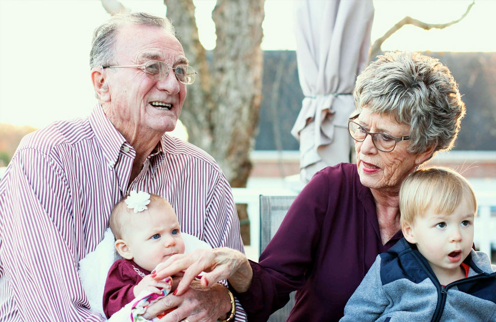 Bonus babysitter anche se i bambini sono con i nonni. Ecco come